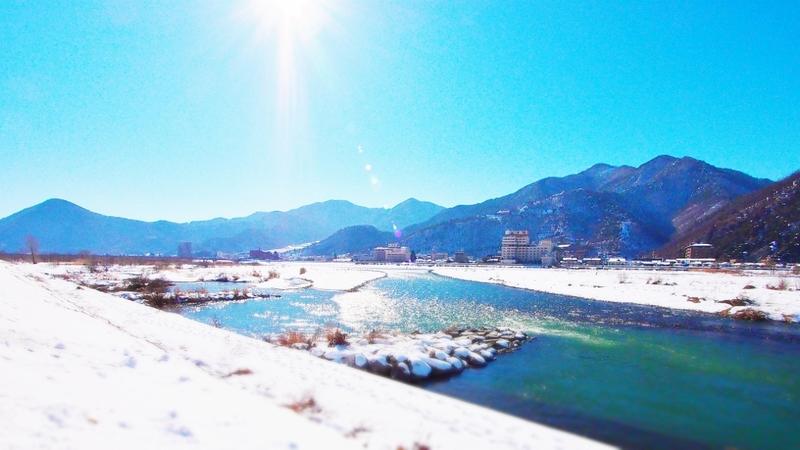 信州冬景色 千曲川のほとり戸倉上山田温泉