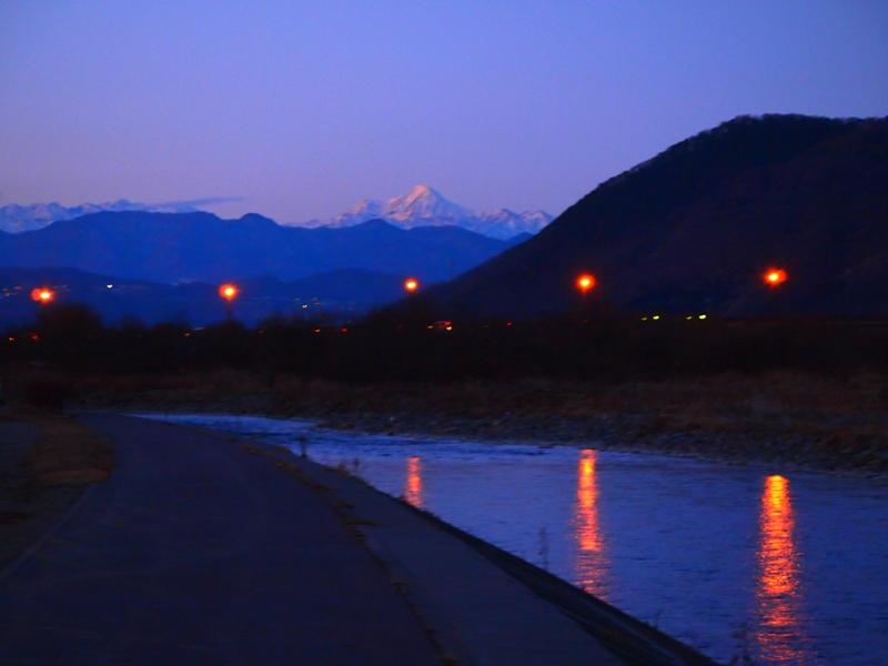 大正橋と高妻山(冬)